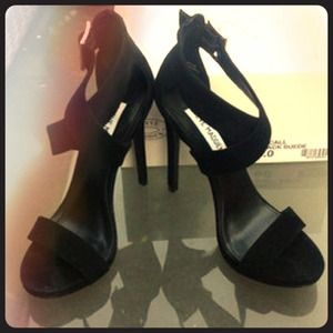 Steve Madden Macall Black Suede size 6