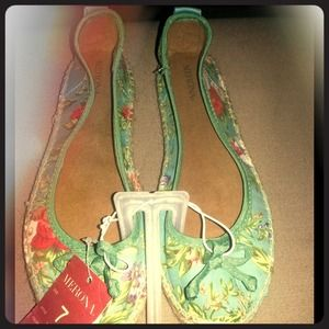 Adorable Merona slip on shoes