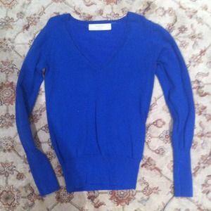 Blue v neck sweater HOLD