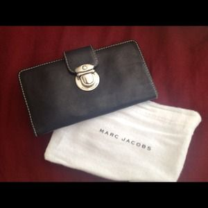 Final Discount!! AUTHENTIC MARC JACOBS wallet