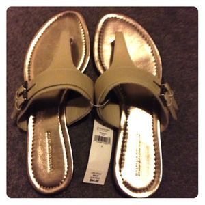 BRAND NEW Cream & Metallic/Silver Flat Sandals