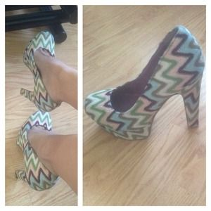 Pretty platform pumps