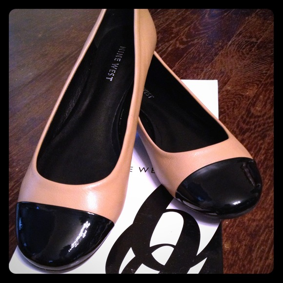 e004444860c44 Nine West cap toe flats nude and black leather 7. M 522f70024b66652bde0ad0f1