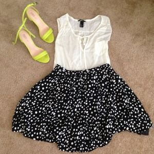 Forever 21 Dresses & Skirts - NEW❗Polka dot pleated skirt