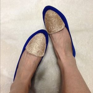 Shoes - 🎉Host Pick🎉9/20 Gold Glitter Velvet Flats