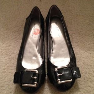 NWB bandolino flats with silver buckle