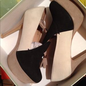 Color block Tassled heels
