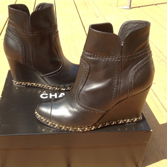 02a710183d5 CHANEL Boots - CHANEL CC logo black leather cap toe chain wedge