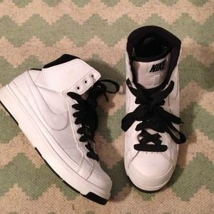 NIKE hightop sneakers!