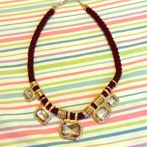 Jewelry - Never worn statement necklace 👸