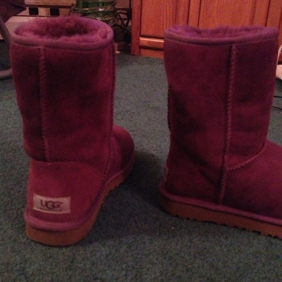 Authentic Ugg classic short burgundy? (See photo)