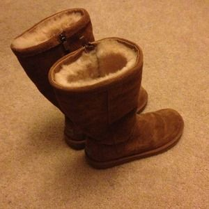 UGG Shoes - Like new rare Chesnut UGG