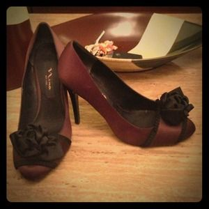 Nina New York brown satin heels sz 6.5