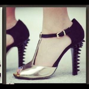 Gold Shoedazzle peep toes!
