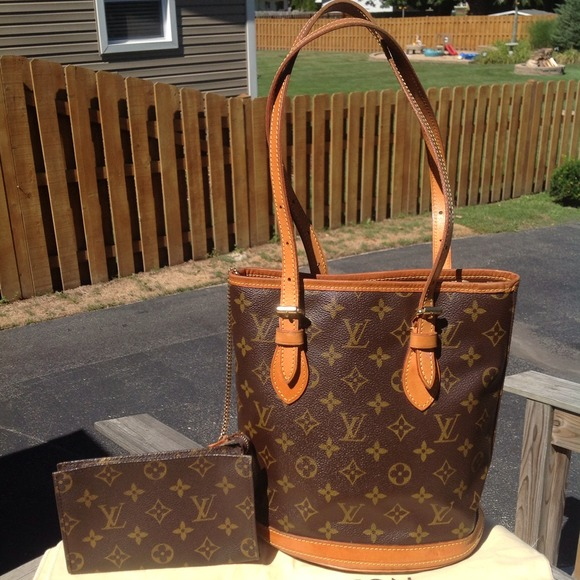 RESERVED 💯% Authentic Louis Vuitton Petite Bucket