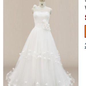 Dresses & Skirts - Wedding dress one shoulder