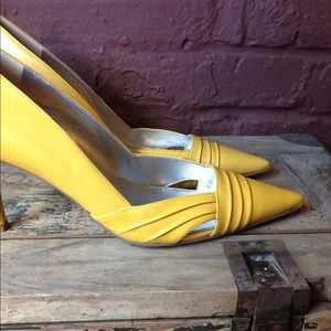 Shoes - Sunshine yellow heels