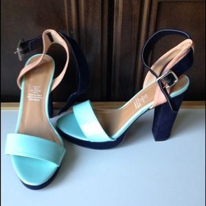 H&M Shoes - 🎉👠HOST PICK!👠🎉 NWOT H&M Colorblock heels