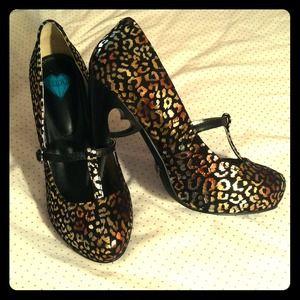 Gold leopard print heels