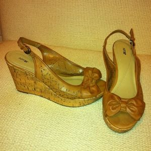 Very cute tan peep toe platform wedge Sz 9 NWOT