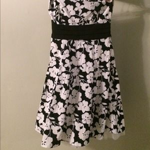 2X HP🎉🎉 formal black and white dress
