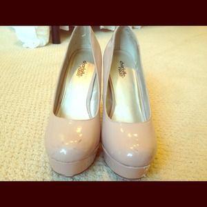 Light pink pumps