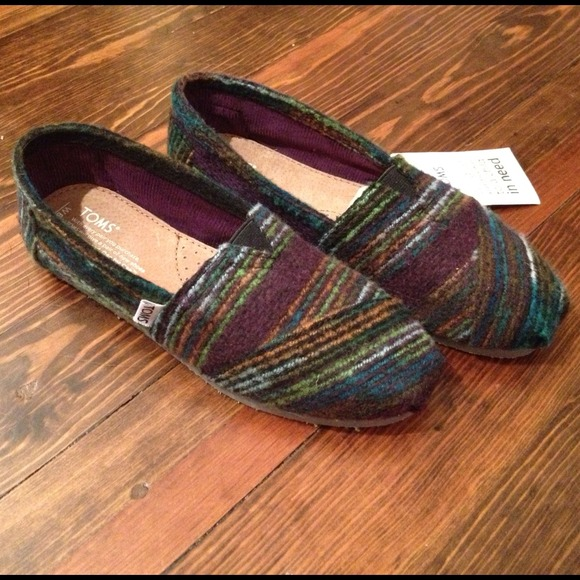 083bfa2aabe Authentic TOMS NWT Multi Stripe Wool Classic Shoes