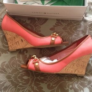 Size 8.5 Tommy Hilfiger wedges. New in box.
