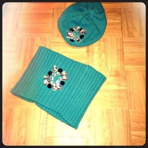 NWOT-Betsey Johnson hat and scarfprice reduced