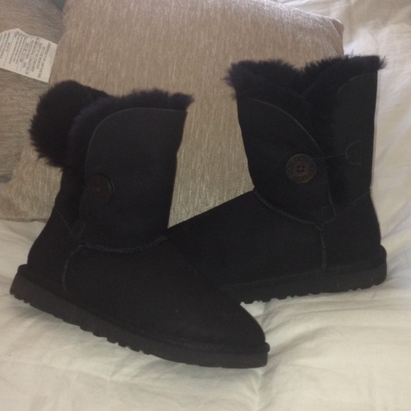 black low top uggs