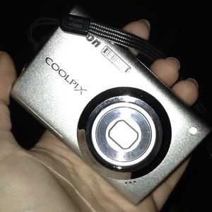 CoolPix S4000. Touchscreen.