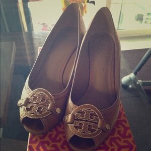 Authentic Tory burch Tan Wedges
