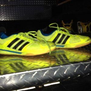 Size 9 Adidas topsala running shoes.