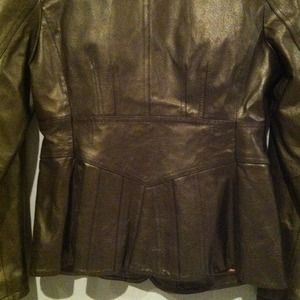 Absolutely elegant %100 genuine leather jacket