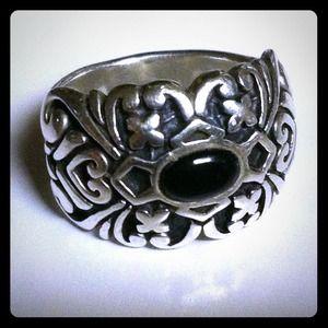 Jewelry - ♣️CHEVRON CIGAR BAND OXIDIZED W/ONYX STONE♣️