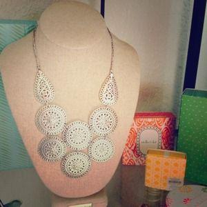 Gorgeous Stella and Dot medina bib necklace