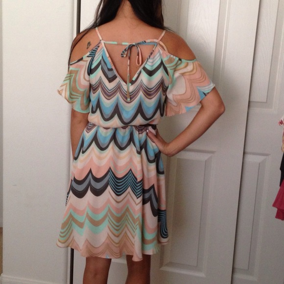 Lauren Conrad Dresses - Lauren Conrad zig zag print dress
