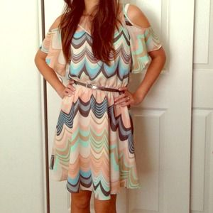 Lauren Conrad Dresses & Skirts - Lauren Conrad zig zag print dress