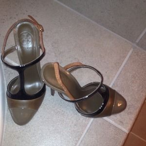 REDUCED! Authentic Tory Burch heels never worn