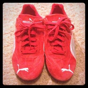 LIKE NEW -A CLASSIC...red suede Puma sneakers.
