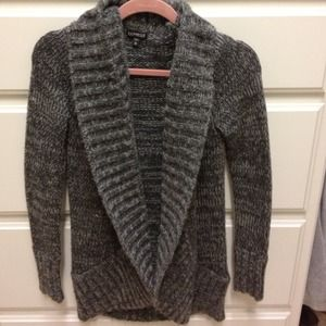 BUNDLED Grey wool Express sweater.