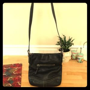 Coach med sized blk leather crossbody/shoulder bag