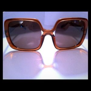 Brown house of Harlow sunglasses