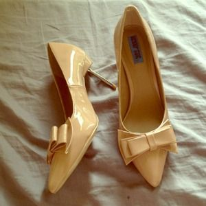 Nude kitten heels with bow