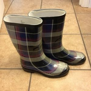 Purple plaid rain boots!