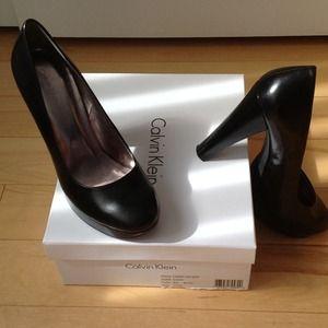 Black leather Calvin Klein Platform Pumps in 7.5