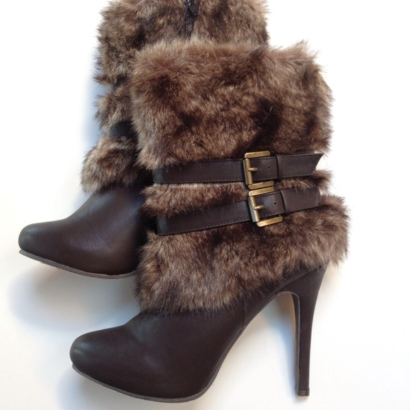 New Forever 21 Brown Fur Boots w  Buckle 023dd03ef3