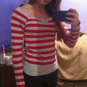 ❤️Gray & red striped long sleeve❤️
