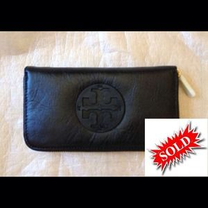 New Authentic Tory Burch Leather Wallet Black
