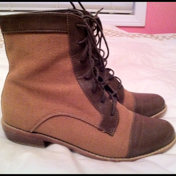 Boots - Brown lace up combat boots